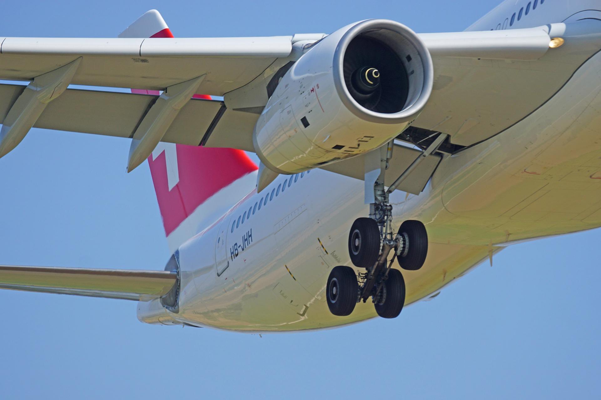 aircraft-1555880_1920